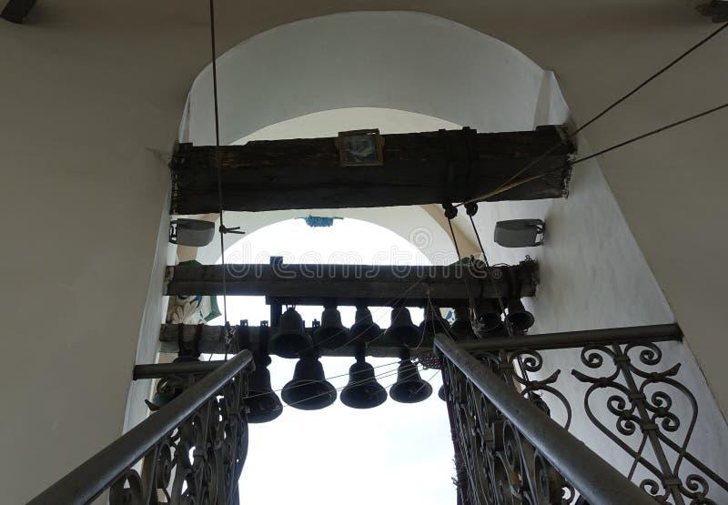 Żeliwny schody prowadzi serie dzwony na wielki dzwonkowy wierza Kijowski Pechersk Lavra obrazy royalty free