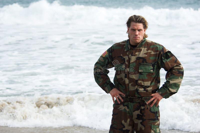 żołnierz na plaży obrazy royalty free