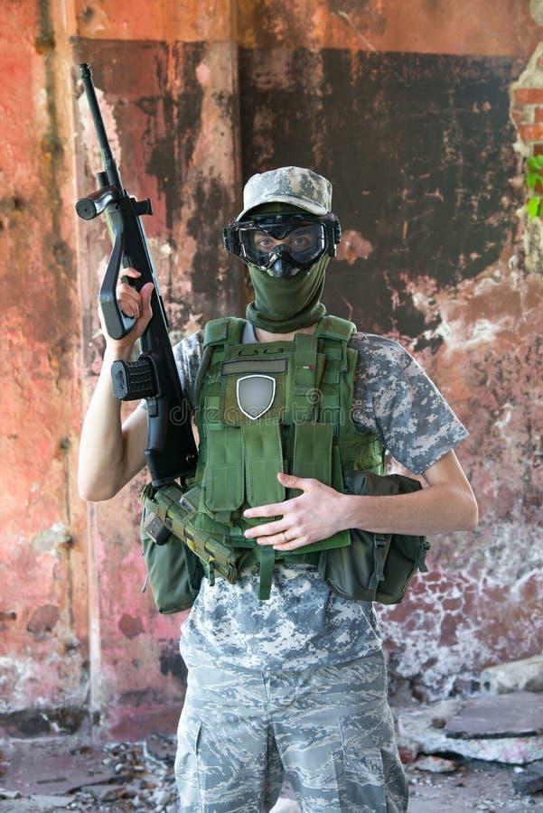 Żołnierz w wojennej sytuacji obraz stock