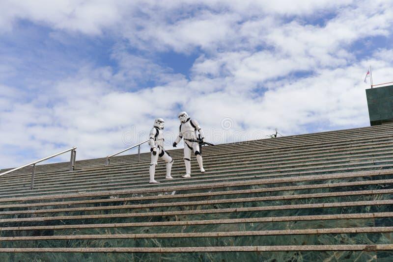 Żołnierze Cesarstwa pilnują pałacu kongresu Granady jako atrakcji Targów Zdrowia obrazy stock