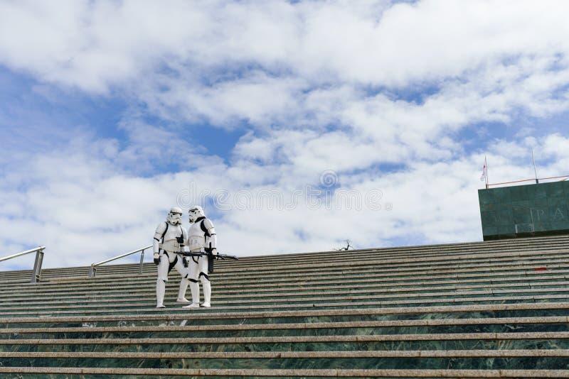 Żołnierze Cesarstwa pilnują pałacu kongresu Granady jako atrakcji Targów Zdrowia fotografia royalty free
