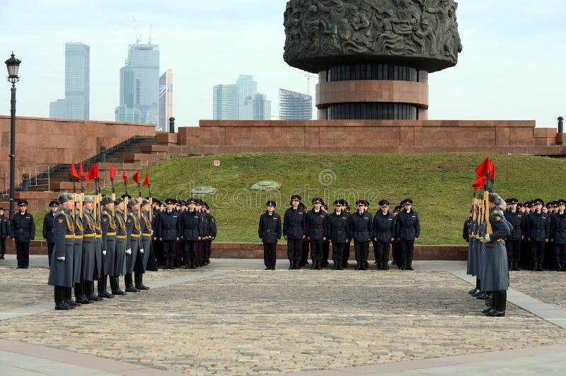 Żołnierze firma strażnik honor oddzielny commandant Preobrazhensky pułk demonstrują demonstraci technikę fotografia royalty free