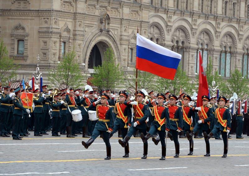 Żołnierze gwardia honorowa oddzielny commandant pułk transfiguracja znoszą sztandar zwycięstwo fl i rosjanin fotografia stock