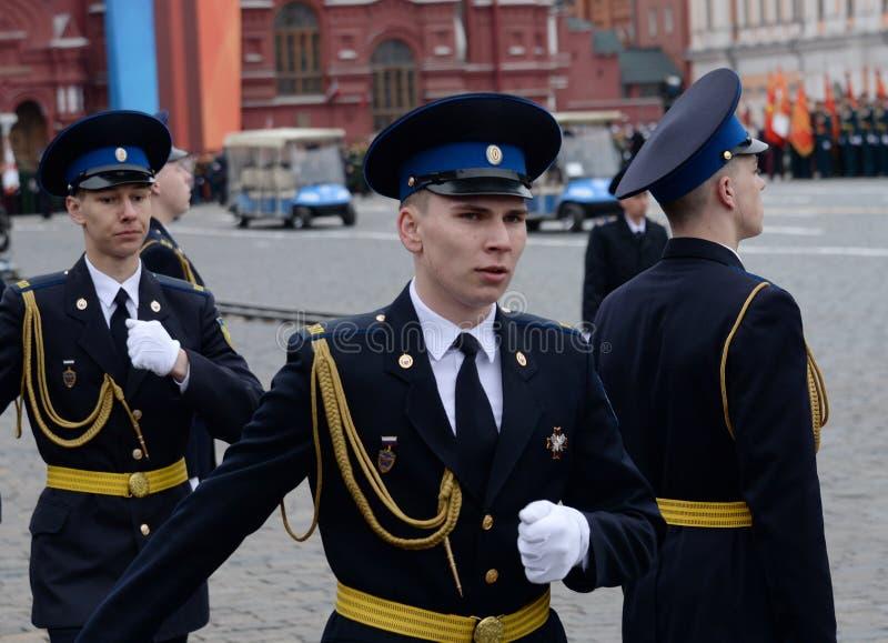 Żołnierze prezydencki pułk przy próbą militarna parada na placu czerwonym w Moskwa zdjęcie stock