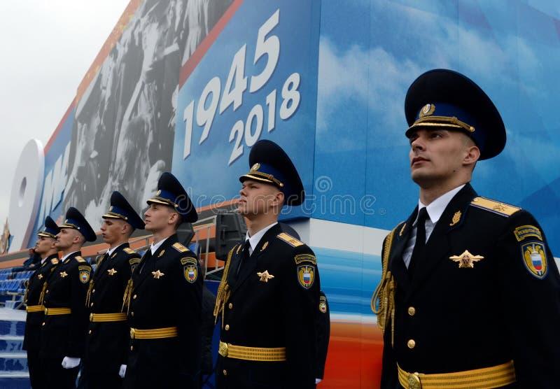 Żołnierze prezydencki pułk przy próbą militarna parada na placu czerwonym w Moskwa obrazy stock