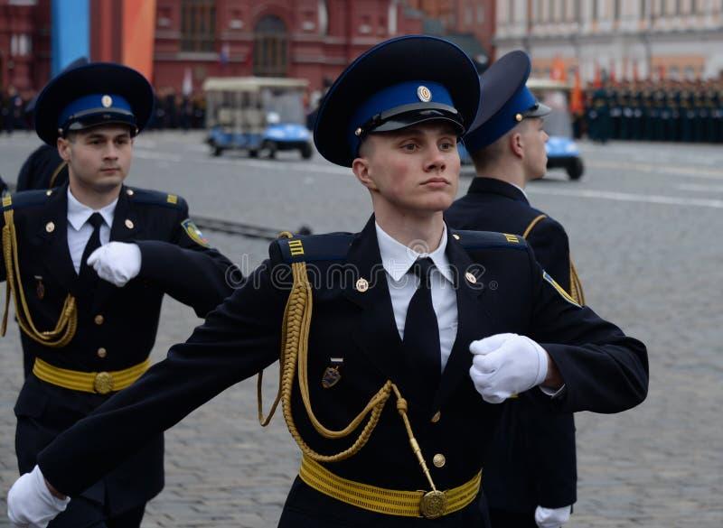 Żołnierze prezydencki pułk przy próbą militarna parada na placu czerwonym w Moskwa zdjęcie royalty free