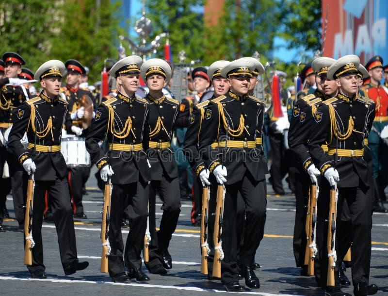 Żołnierze strażnik honor oddzielny Commandant ` s transfiguraci pułk przy militarną paradą obraz royalty free