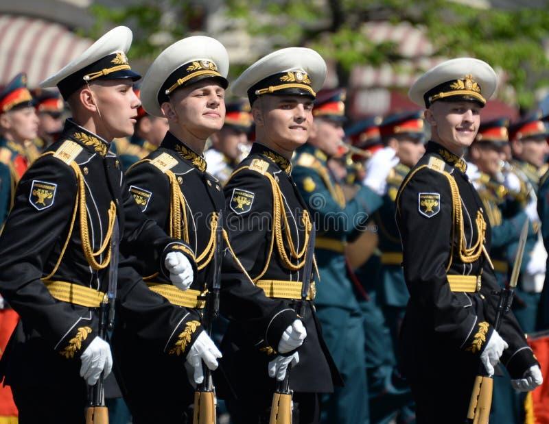 Żołnierze strażnik honor oddzielny Commandant ` s transfiguraci pułk przy militarną paradą fotografia stock