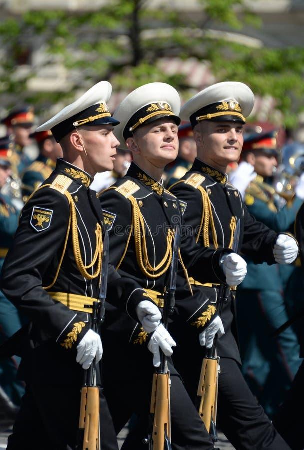 Żołnierze strażnik honor oddzielny Commandant ` s transfiguraci pułk przy militarną paradą zdjęcia stock