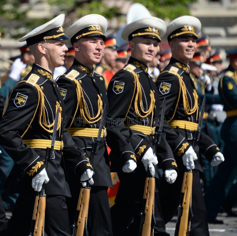 Żołnierze strażnik honor oddzielny Commandant ` s transfiguraci pułk przy militarną paradą zdjęcie stock