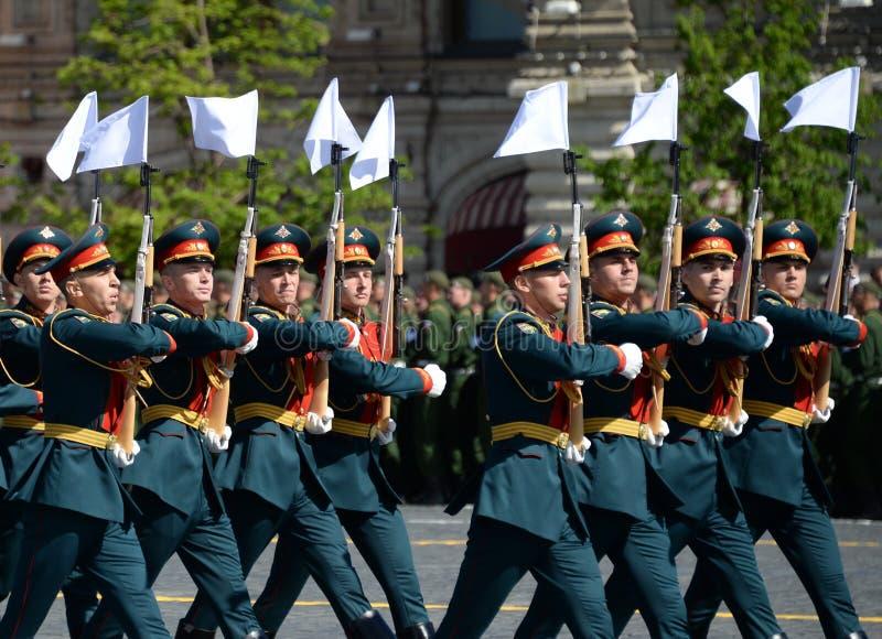 Żołnierze strażnik honor oddzielny Commandant ` s transfiguraci pułk przy militarną paradą na cześć zwycięzcę obraz stock