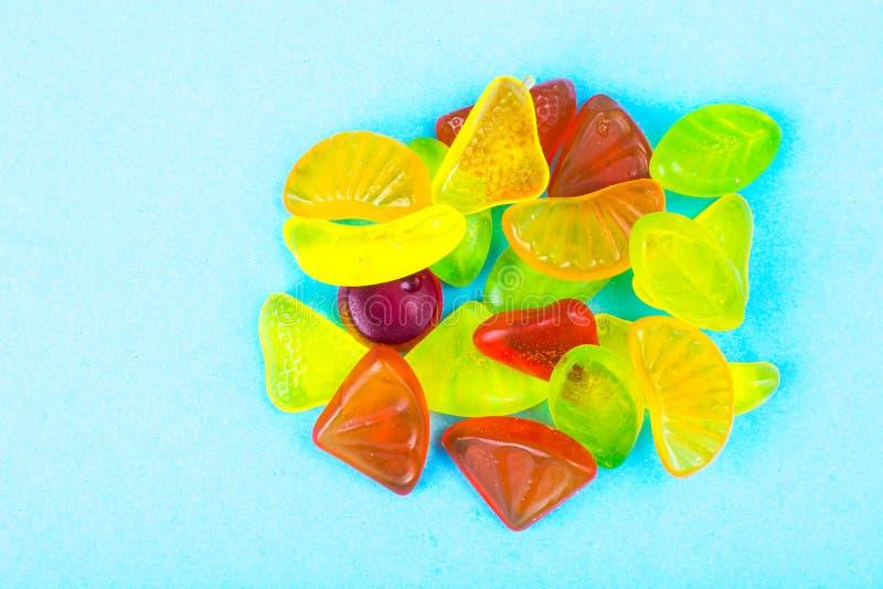 Żuć owoc barwioną owocową galaretę fotografia stock