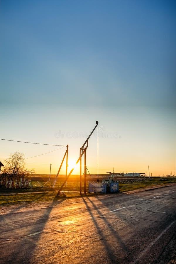 Żurawia well blisko drogi zdjęcia stock