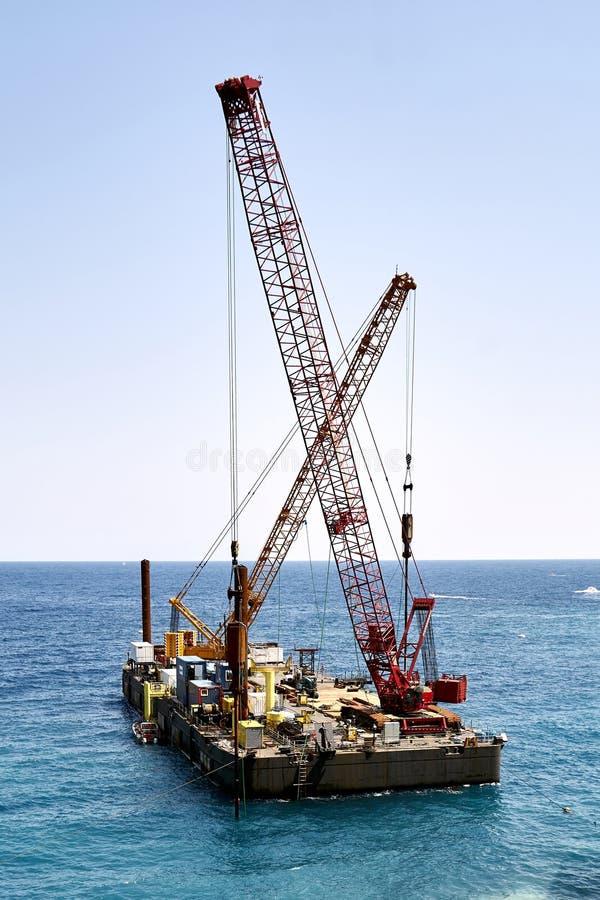 Żurawie na spławowej platformie zdjęcie royalty free
