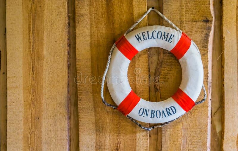 Życia boja z teksta powitaniem na pokładzie, nautyczny i podróż, tło fotografia stock
