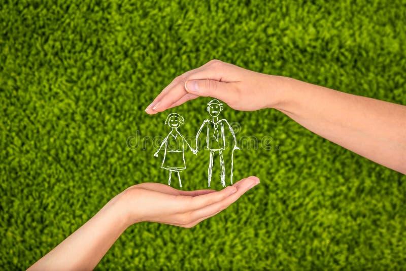 Życia rodzinnego ubezpieczenie, ochrania rodziny, rodzinni pojęcia elderl fotografia stock