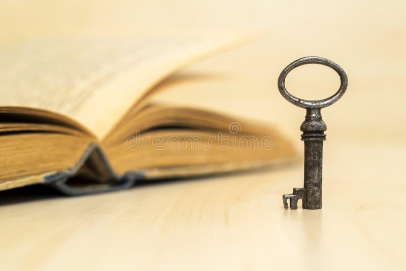 Życia trenowania klucz - motywacja, rozwiązanie, sukces zdjęcia royalty free