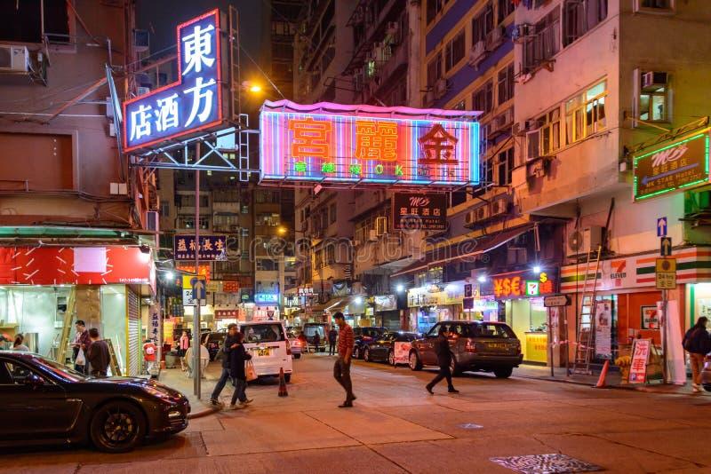 Życie nocne na nocy ulicach Kowloon miasto w Hong Kong fotografia royalty free