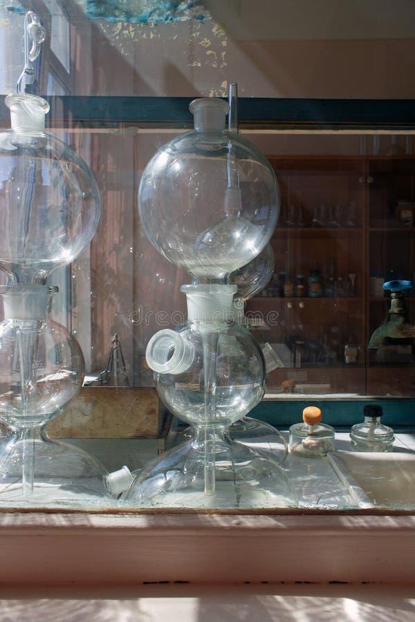 Życie substancji chemicznej laboranckie kolby i próbne tubki obrazy stock