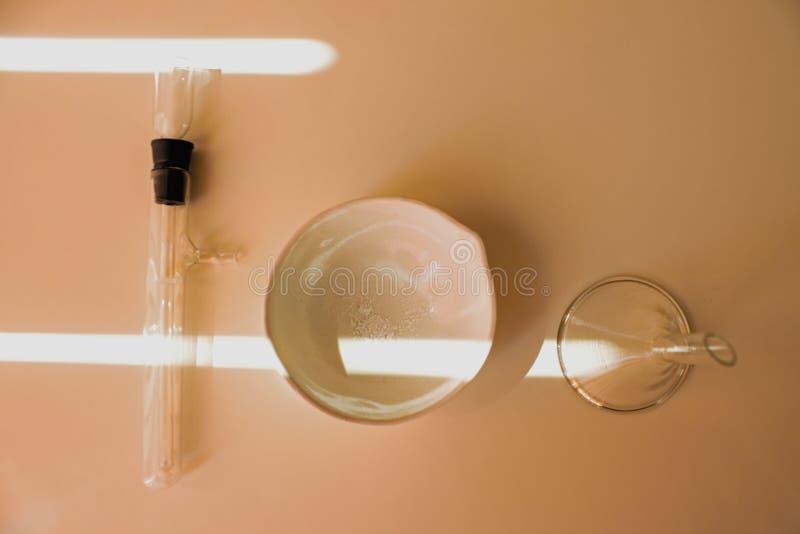 Życie substancji chemicznej laboranckie kolby i próbne tubki fotografia royalty free