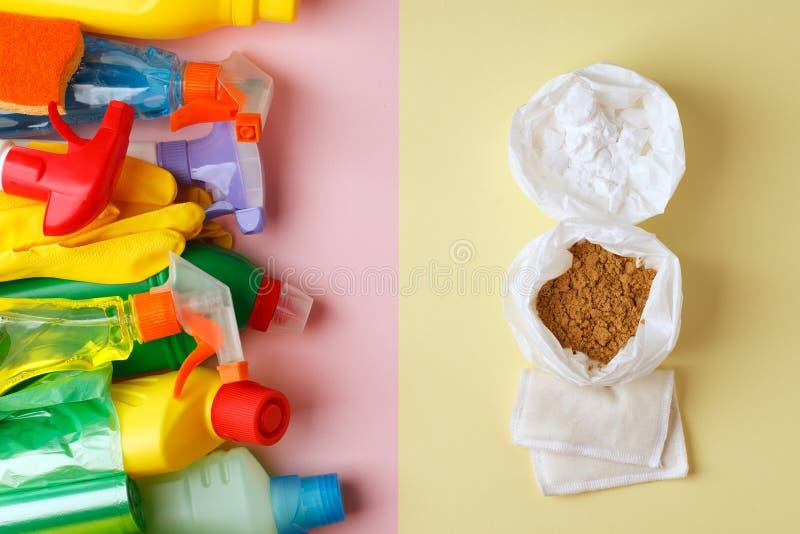 Życzliwi naturalni czyści produkty versus domowi chemiczni produkty, zero jałowych pojęć, modny minimalny tło zdjęcia stock