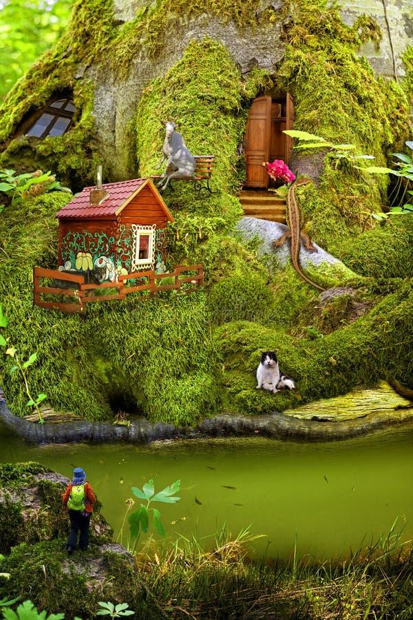 Życzliwy życie lasowi mieszkanowie w ich stwarza ognisko domowe podąża mech Dziecka ` s kolaż o życiu zwierzęta obrazy stock