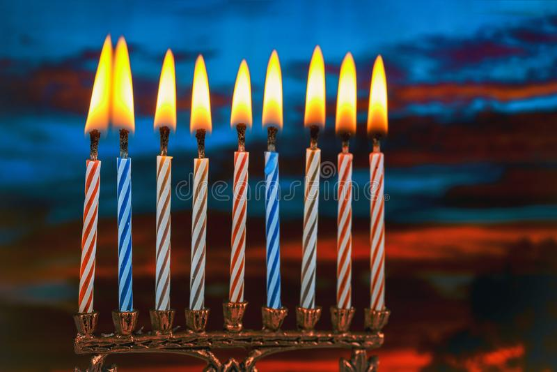 Żydowscy wakacyjni hannukah symbole - menorah obraz stock