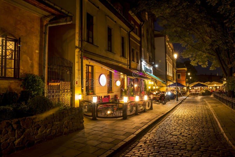 Żydowska ćwiartka Kazimierz okręg w Krakow przy nocą