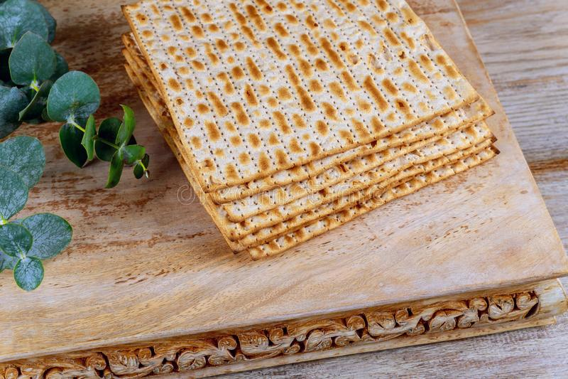 Żydowski Matzah chleb z passover wakacje pojęciem fotografia royalty free