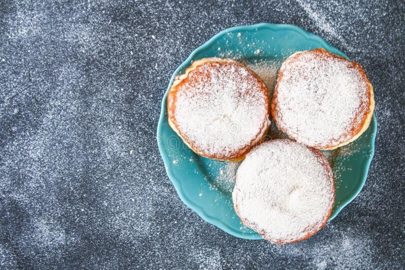 Żydowski wakacyjny Hanukkah i swój atrybuty - donuts fotografia royalty free