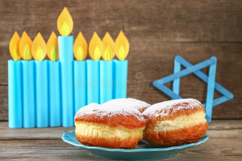 Żydowski wakacyjny Hanukkah i swój atrybuty, menorah, donuts, gwiazda dawidowa fotografia stock