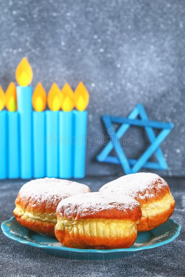 Żydowski wakacyjny Hanukkah i swój atrybuty, menorah, donuts, gwiazda dawidowa obrazy royalty free