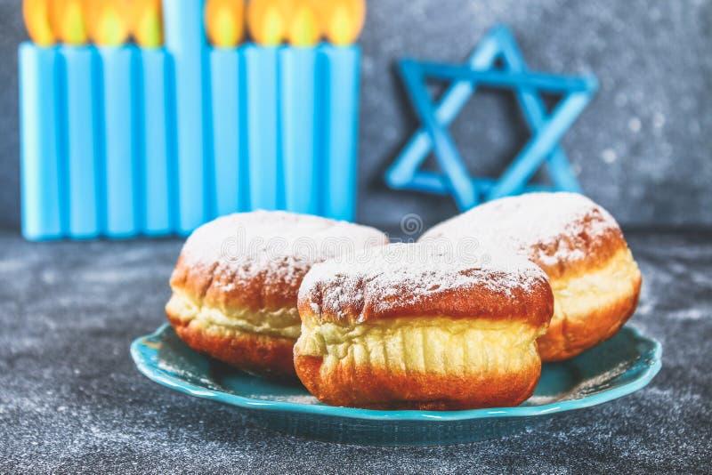 Żydowski wakacyjny Hanukkah i swój atrybuty, menorah, donuts, gwiazda dawidowa hanukkah menorah Hanukkah wakacje Żydowski Hanukka obraz royalty free