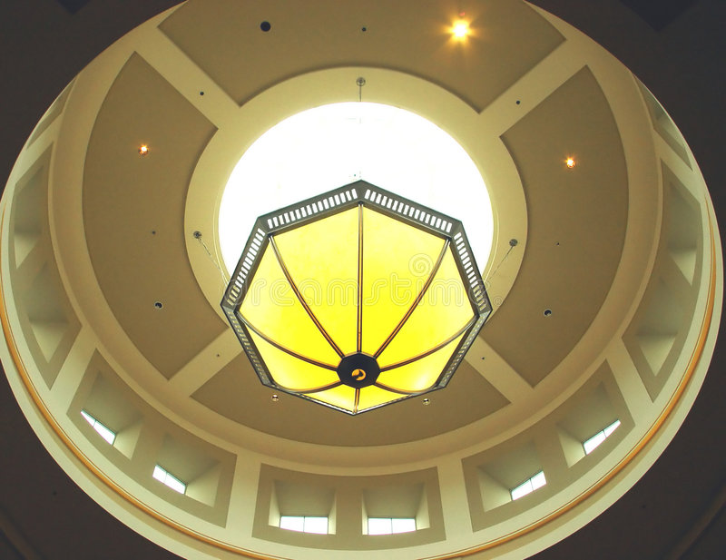 Download żyrandol świetlik zdjęcie stock. Obraz złożonej z skylight - 35594