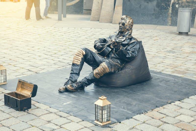 Żywa statua, wykonawca ubierał w Elvis Presley kostiumu 2 obraz stock