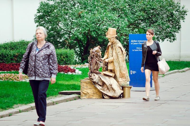 Żywe statuy na ulicie St Petersburg zdjęcie stock