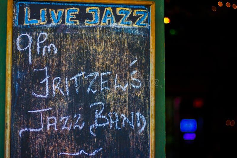 Żywy jazz podpisuje wewnątrz Nowy Orlean fotografia royalty free