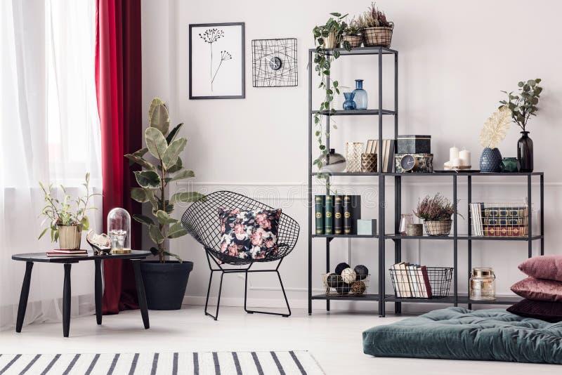 Żywy pokój z metalu stojakiem zdjęcie royalty free