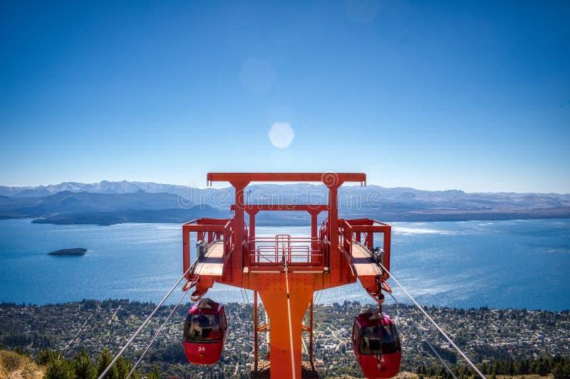 Żywy widok chairlifts w wierza fotografia royalty free