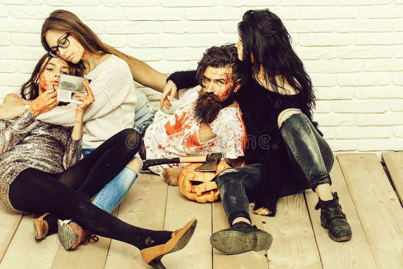 Żywych trupów ludzie przygotowywający dla Halloween zdjęcia royalty free