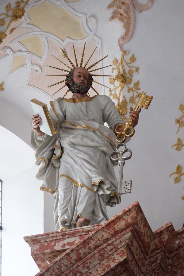 Άγαλμα Αγίου Peter στον κύριο βωμό στην εκκλησία Jesuit του ST Francis Xavier σε Λουκέρνη στοκ εικόνα