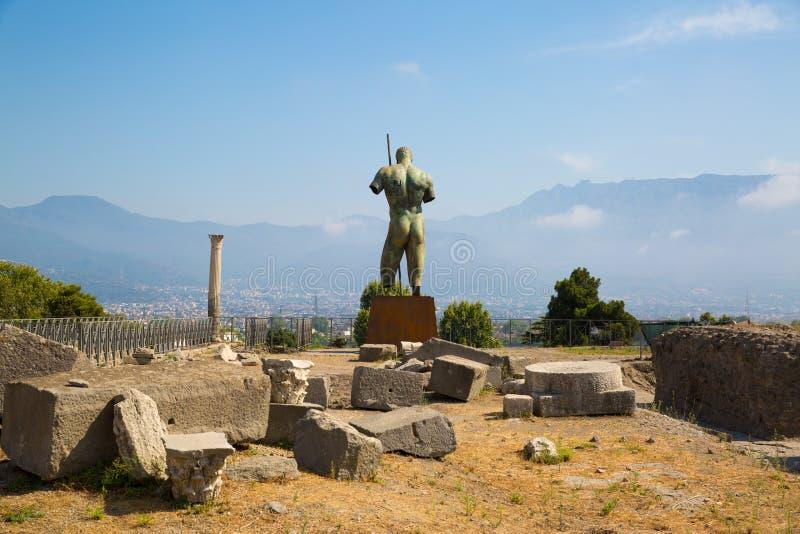Άγαλμα ατόμων στο τετράγωνο της αρχαίας πόλης της Πομπηίας, Νάπολη, Ιταλία στοκ εικόνες