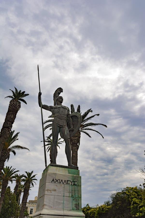 Άγαλμα Αχιλλέα στο παλάτι Achilleion στο νησί της Κέρκυρας, Ελλάδα στοκ φωτογραφία