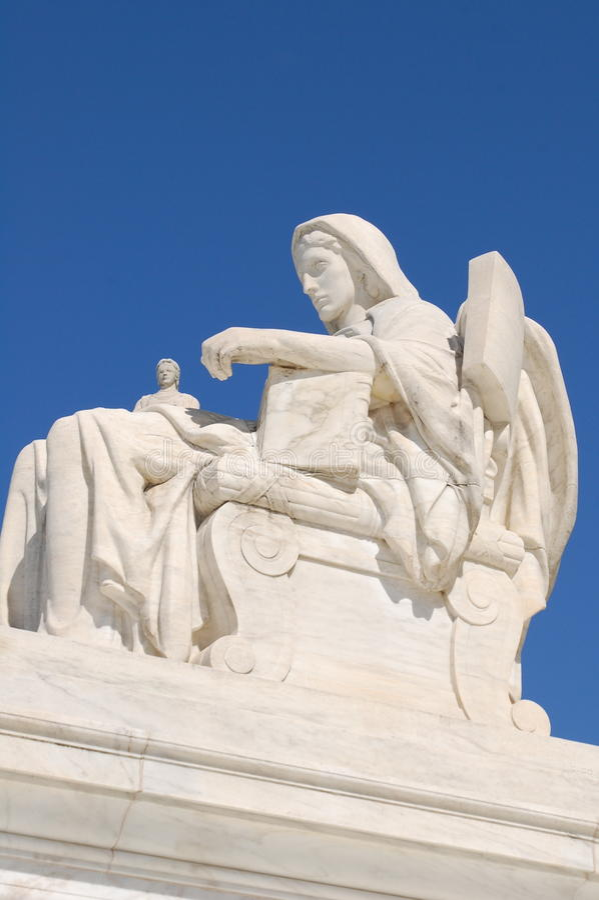 άγαλμα δικαστηρίων ανώτατ&omi στοκ φωτογραφία με δικαίωμα ελεύθερης χρήσης