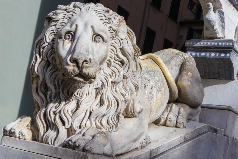 Άγαλμα λιονταριών στην είσοδο του καθεδρικού ναού SAN Lorenzo στη Γένοβα, Λιγυρία, Ιταλία στοκ φωτογραφίες