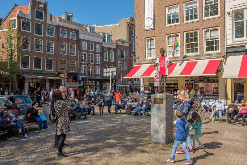 Άγαλμα με το πουκάμισο ποδοσφαίρου Ajax στην πλατεία Spui, Άμστερνταμ στοκ φωτογραφία με δικαίωμα ελεύθερης χρήσης