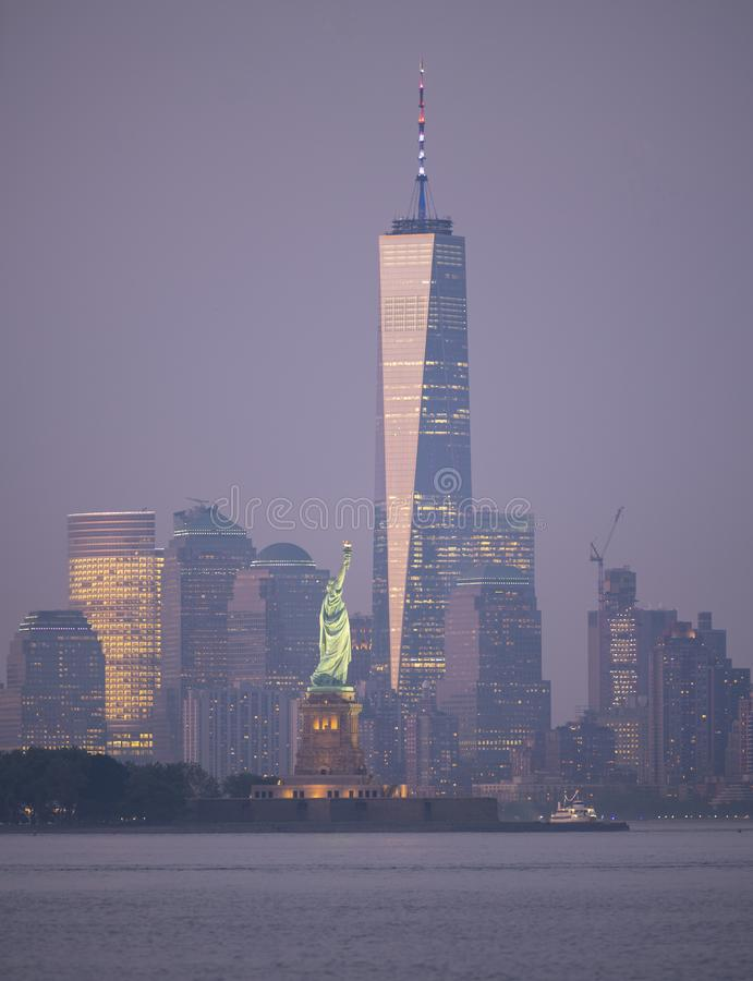 Άγαλμα νησιών του Ellis οριζόντων του Μανχάταν πόλεων της Νέας Υόρκης της ελευθερίας ΗΠΑ στοκ εικόνες