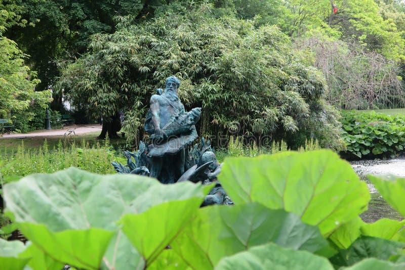 Άγαλμα σε Koningin Astridpark Μπρυζ, Βέλγιο στοκ εικόνα με δικαίωμα ελεύθερης χρήσης