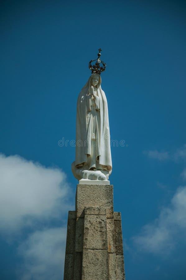 Άγαλμα στο μάρμαρο της κυρίας μας πάνω από τον κλοιό στοκ φωτογραφία με δικαίωμα ελεύθερης χρήσης