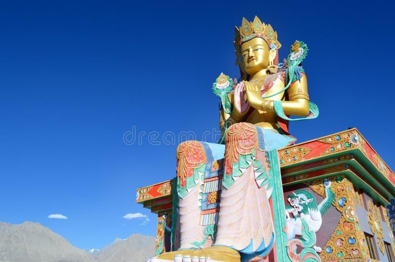 άγαλμα συνεδρίασης του & Μοναστήρι Diskit Ταξίδι κοιλάδων Nubra Μοναστήρι Ladakh στοκ φωτογραφία με δικαίωμα ελεύθερης χρήσης